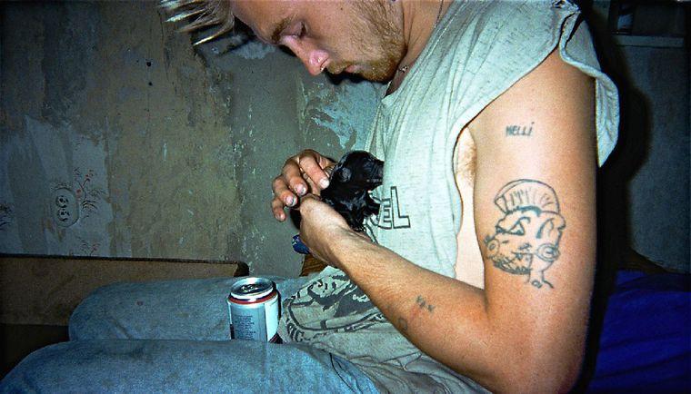 """Bild der Fotoausstellung """"Kennen wir uns? Straßenkinder fotografieren ihre Welt"""". Nicole T., """"Fürsorge"""""""