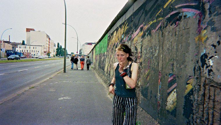 """Bild der Fotoausstellung """"Kennen wir uns? Straßenkinder fotografieren ihre Welt"""". Gnom, """"Mauerwege"""""""