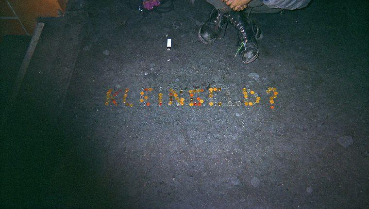 """Bild der Fotoausstellung """"Kennen wir uns? Straßenkinder fotografieren ihre Welt"""". Claudia E., """"Wer zahlt?"""""""